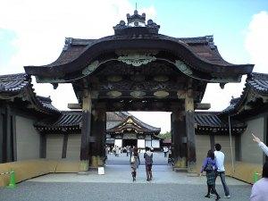 Gerbang masuk utama Ninomaru Gouten